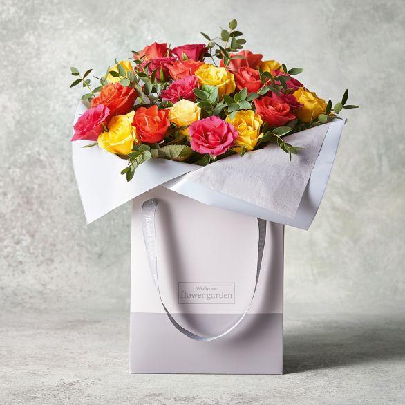 Mixed Sweetheart Roses Gift Bag Yellow or orange.