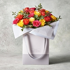 Vibrant Sweetheart Roses Gift Bag