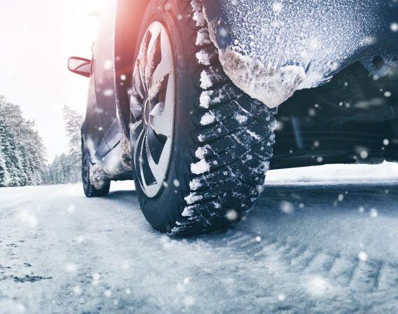 Bil i snøvær