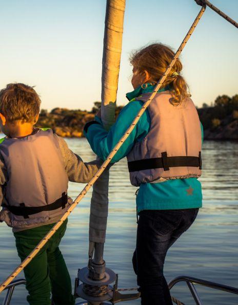 Barn på båt